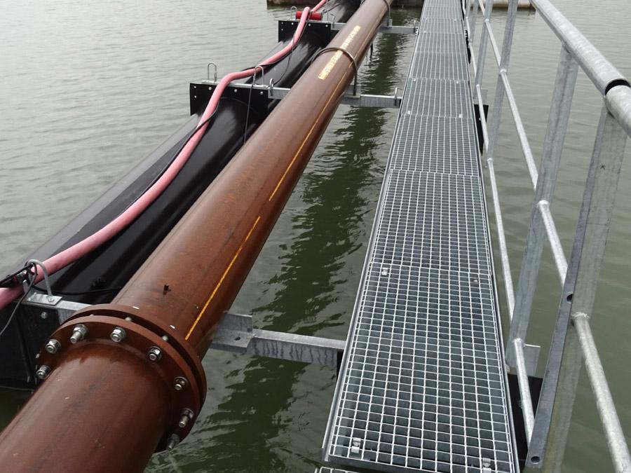 Schwimmende Rohrleitungen